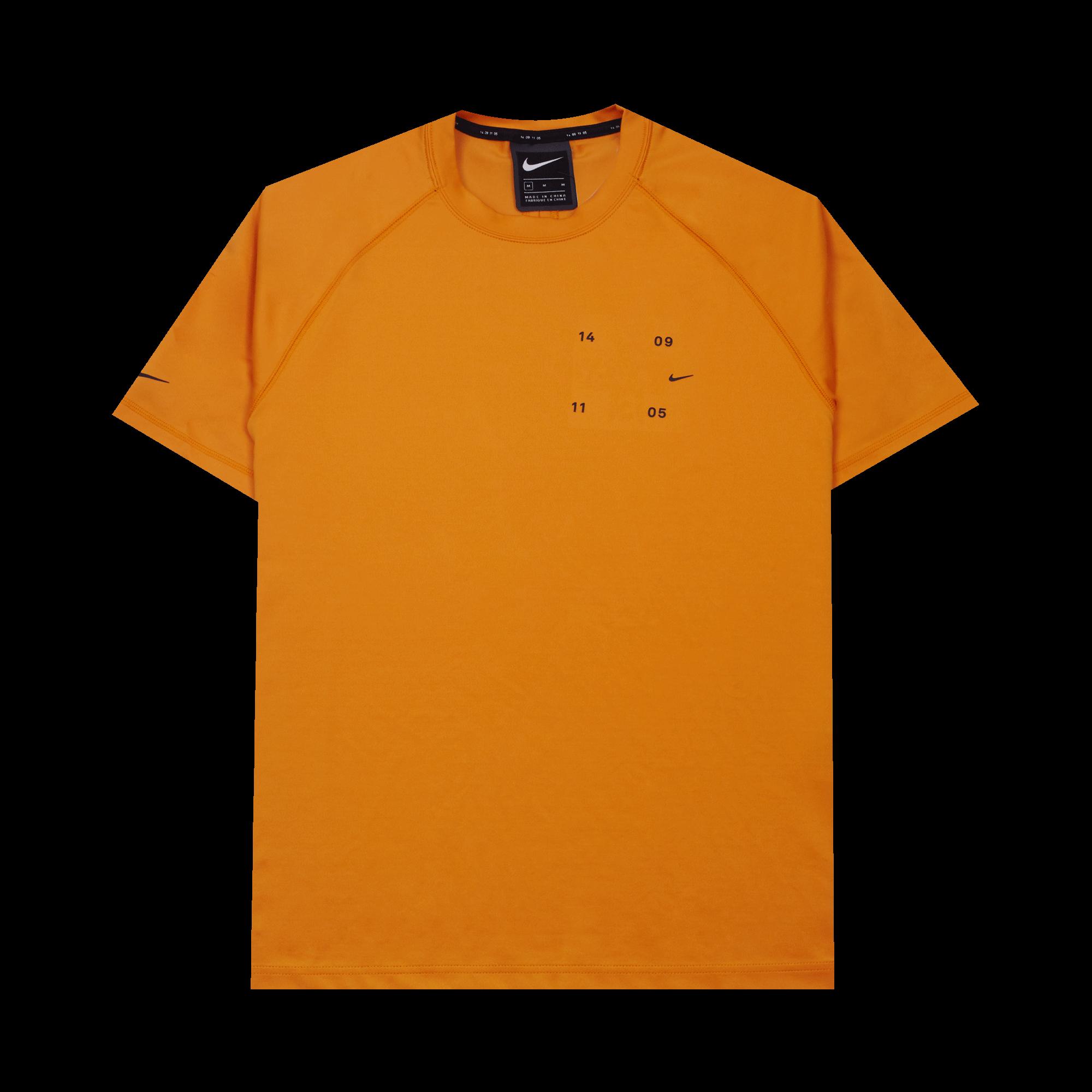 nouveaux styles b0082 4b00b Nike NSW Tech Pack T-Shirt kumquat / black - T-shirt | Holypopstore.com